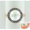 Серебряное кольцо с имитацией жемчуга и фианитами