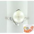 Серебряное кольцо с жемчугом и фианитами