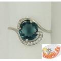 Серебряное кольцо с топазом Лондон и фианитами