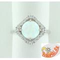 Серебряное кольцо с синтетическим опалом и фианитами