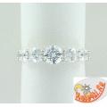 Серебряное кольцо с кристаллами Сваровски