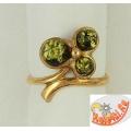 Золоченое кольцо из серебра с зеленым янтарем