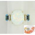 Золотое кольцо с синтетическим опалом, топазами и фианитами