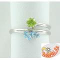 Серебряное кольцо с топазами и хризолитом