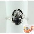 Серебряное кольцо с ониксом и синтетической шпинелью