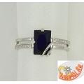 Серебряное кольцо с искусственным сапфиром и фианитами