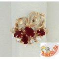 Серебряное кольцо с синтетическими рубинами и фианитами