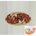 Серебряное кольцо с синтетическим гранатами и фианитами