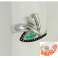 Серебряное кольцо с ювелирным стеклом и шпинелью