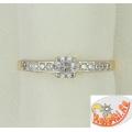 Помолвочное золотое кольцо с фианитами