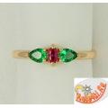 Кольцо из золота с корундом и зелеными фианитами