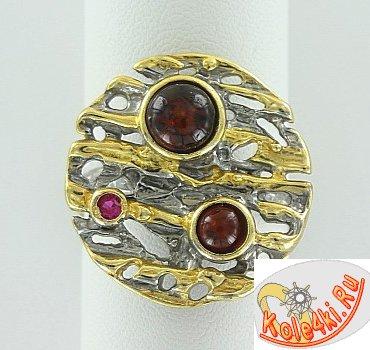 Серебряное кольцо с янтарем и фианитом