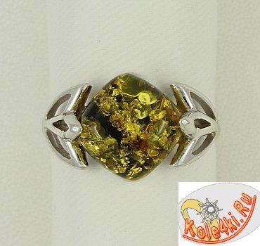 Изящное кольцо с зеленым янтарем